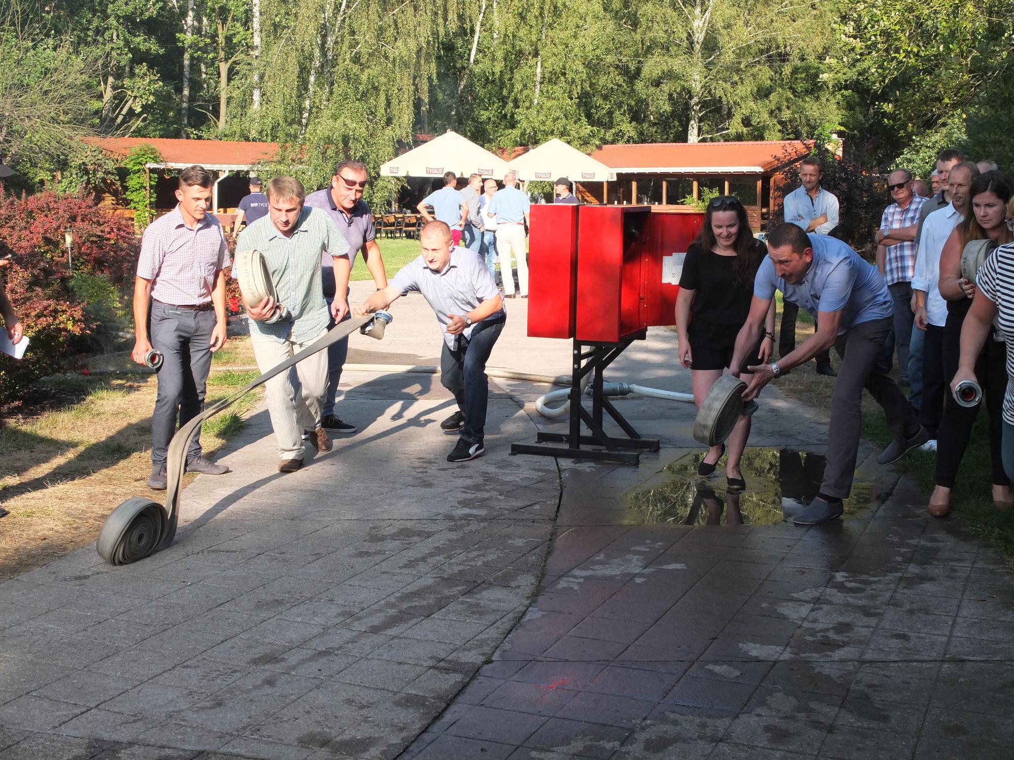 Szkolenie ppoż z użyciem węży strażackich