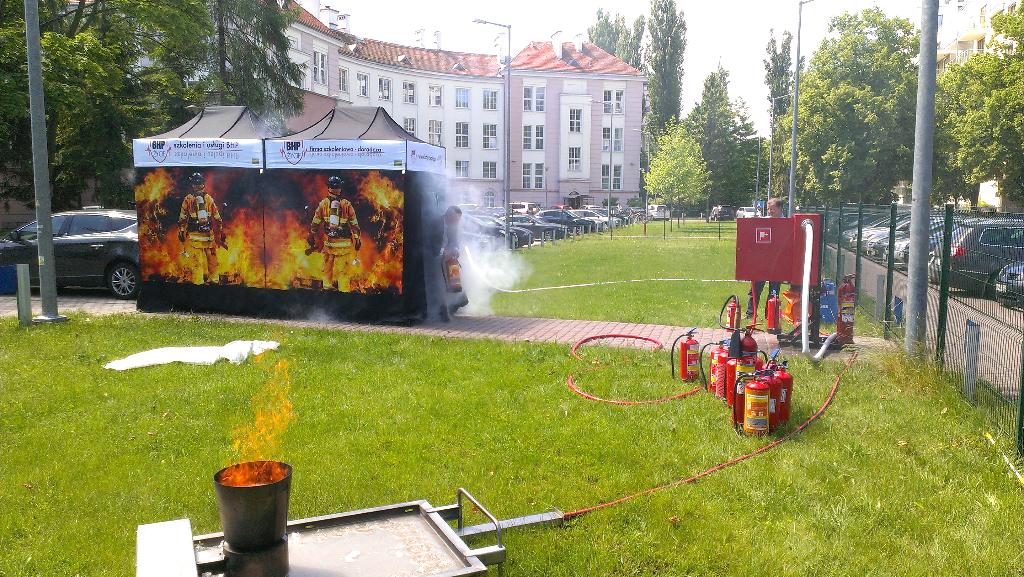 Szkolenie ppoż z komorą dymową w namiocie BHP Życie