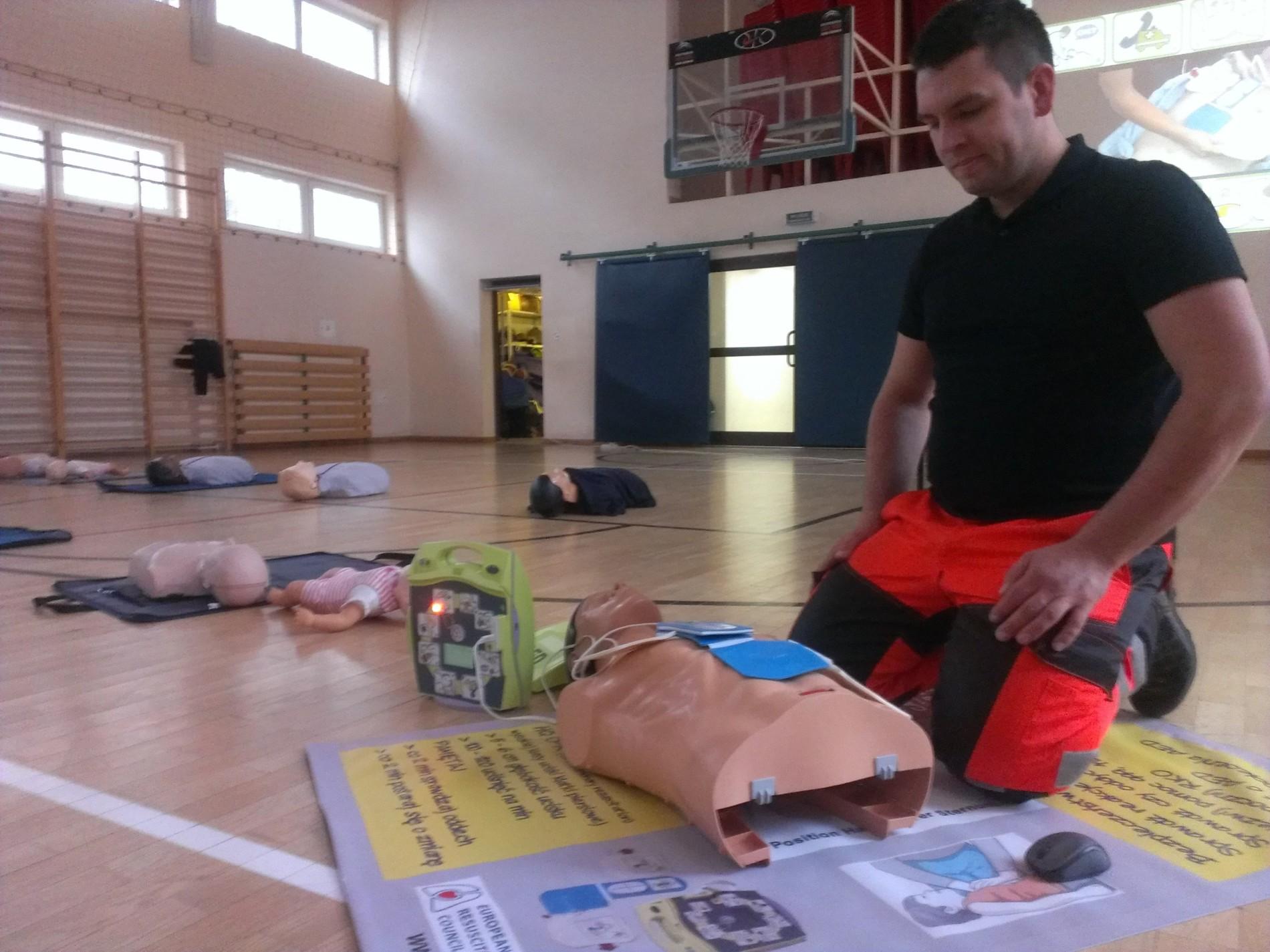 szkolenie pierwsza pomoc warszawa AED
